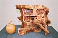 榎本栄子(彫刻)「木の家 絵本「のばらの村のものがたり」をもとに」